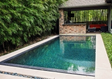 modern-swimming-pool-epi-decking-patio-cover-kitchena-and-modern-landscape